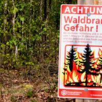 Waldbrandgefahr Schild