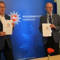 Unterzeichnung Kinderschutzallianz