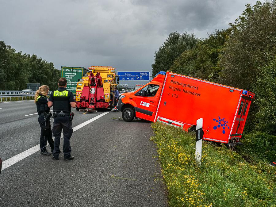Bergung des verunfallten Rettungswagens